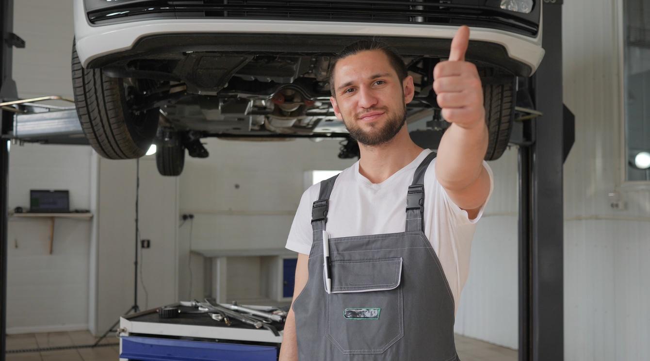 Volkswagen Центр Херсон - офіційний дилер автомобілів Volkswagen в Херсоні та Херсонській обл.Ми пропонуємо широкий спектр послуг:Можливість замовлення автомобілів з ІНДИВІДУАЛЬНОЮ комплектацією і спеціальним обладнанням;  Можливість тестової поїздки на будь-якому  Volkswagen за спеціальним маршрутом;  Можливість провести випробування позашляховиків на спеціально обладнаному полігоні;  Обмін Вашого автомобіля на новий Volkswagen з доплатою на пільгових умовах;  Підбір індивідуального пакета додаткового обладнання;  Висококваліфіковане сервісне обслуговування автомобілів марок Volkswagen, Audi, Skoda, Seat, Porsche;  Гарантію на виконані сервісні роботи;  Високоякісний дизель-сервіс та ремонт кондиціонерів;  Зручний режим роботи з 08:00 до 20:00.